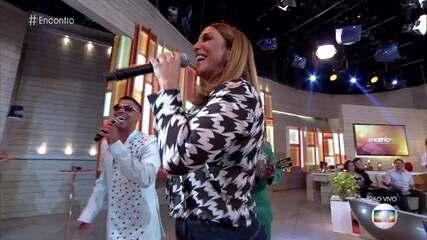 Ivete Sangalo canta junto com a Grande Rio samba-enredo em sua homenagem