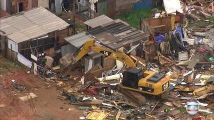 Barracos começam a ser demolidos na Zona Leste de SP após reintegração de posse