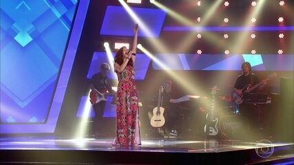 """Lara Valente canta """"Onde Anda Você"""""""
