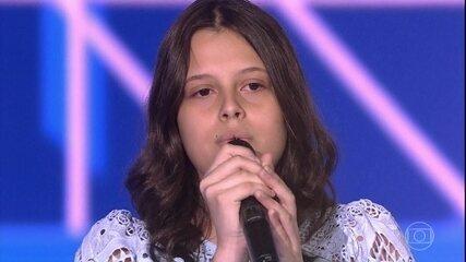 "Larissa Molinari canta ""When We Were Young"""