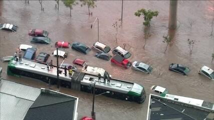 Chuva forte em São Paulo provoca alagamento na Zona Leste da capital paulista