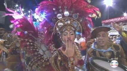 Tati Minerato é a rainha da bateria da Gaviões