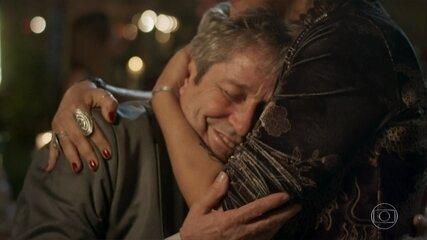 Vittorio se emociona com o casamento do filho
