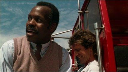 """Estrelado por Mel Gibson e Danny Glover, filme """"Máquina Mortífera"""" completou 30 anos"""
