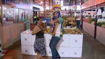 Klinger Araújo faz alegria do público em uma feira de Manaus