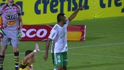 Gol do Palmeiras! Borja escapa da defesa para marcar o segundo aos 20' do 2º