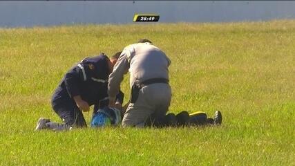 Imprudência de Pizzonia causa acidente na Stock Car, e Lucas Foresti recebe atendimento