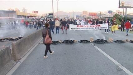 Serviços são paralisados e rodovias bloqueadas em Florianópolis