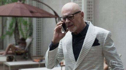 Pedrinho pede que Eric guarde segredo sobre a venda do hotel