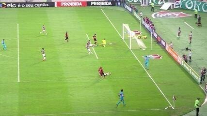 Gol do Atlético-PR! Pablo aproveita cruzamento e empurra para as redes, aos 7' do 1º tempo