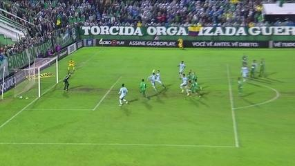Gol do Grêmio! Luan levanta a bola na cabeça de Michel, que amplia, aos 25' do 1º Tempo