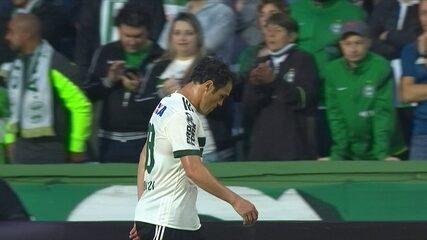 Kleber foi expulso no Couto Pereira no jogo contra o Bahia