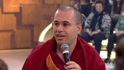 Lama Michel Rinpoche comenta o que determina o grau de felicidade das pessoas
