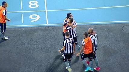 Gol do Botafogo! Victor Luis acerta bomba em cobrança de falta, aos 49 do 1º tempo