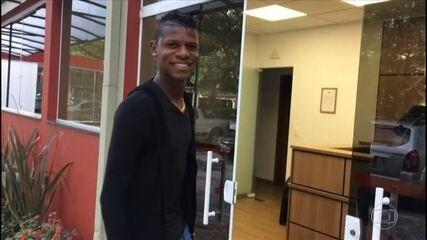 Arboleda chega ao CT do São Paulo para assinar contrato