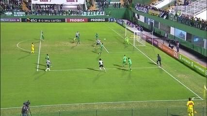 Gol do Atlético-MG! Valdívia faz boa jogada, cruza, e Marlone marca, aos 11' do 1º Tempo