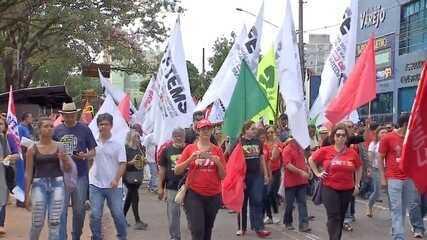 Protestos fecham escolas, bancos e rodovias na capital e interior de MS