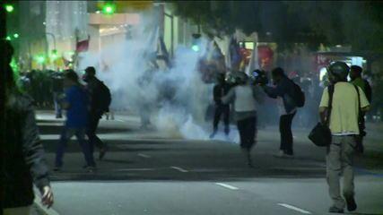 Manifestantes entram em confronto com a polícia no Centro do Rio