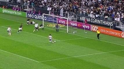 Gol do Corinthians! Após Jô perder chance, Jadson abre o placar aos 46 do primeiro tempo