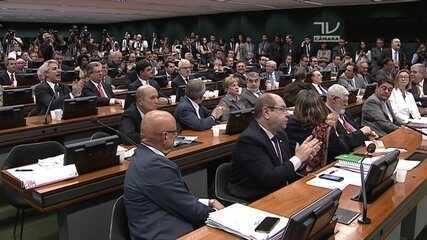 Parlamentares aplaudem voto de Sergio Zveiter pela admissibilidade da acusação