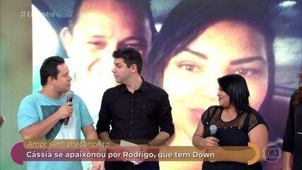 Cássia se apaixonou por Rodrigo, que tem síndrome de down