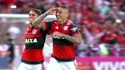 Gols de falta de Cazares, Otero e Guerrero