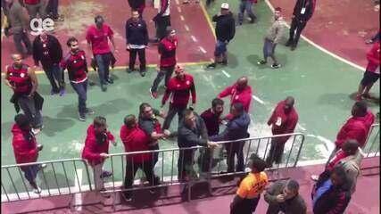Bandeira é xingado e retruca torcedores do Flamengo