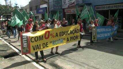 Professores de Maceió protestam e cobram reajuste de salário