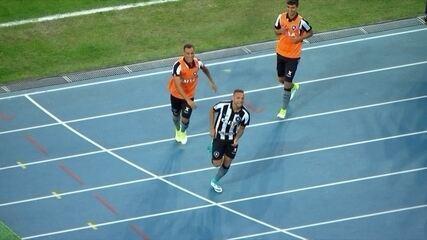 Gol do Botafogo! Guilherme recebe de Luis Ricardo e marca, aos 23' do 2º tempo