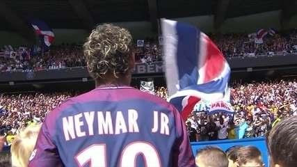 Torcida do PSG canta o nome de Neymar e Aquarela do Brasil no Parque dos Príncipes