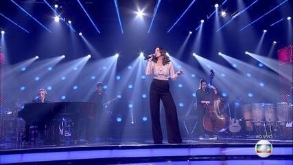 Sabrina Parlatore canta Açaí, sucesso de Djavan