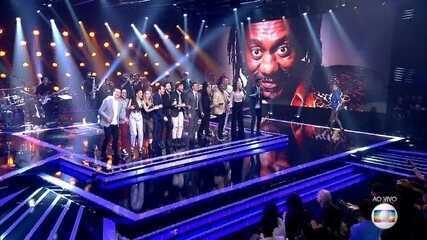 Popstar homenageia o cantor Luiz Melodia