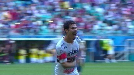 Gol do São Paulo! Hernanes cobra penalidade e diminui aos 48 do 1º tempo
