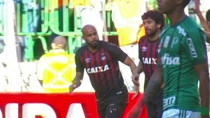 Melhores momentos: Palmeiras 0 x 1 Atlético-PR pela 19ª rodada do Brasileirão