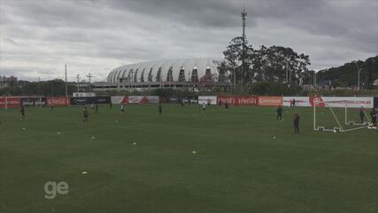 Guto ajusta posicionamento do Inter e dá ênfase a dribles e finalizações em treino