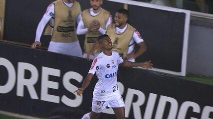 Bruno Henrique marca o gol da vitória do Santos sobre o Atlético-PR