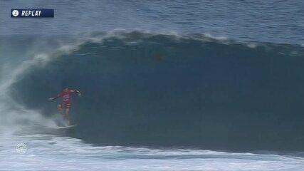 Mineirinho pega onda espetacular, cai e consegue 8.17
