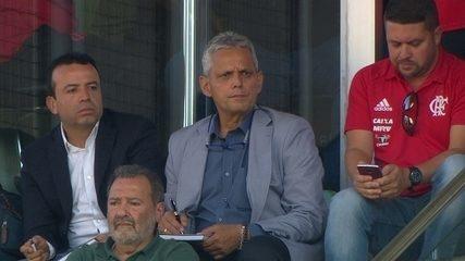 Reinaldo Rueda acompanha o Flamengo direto do independência, aos 8' do 1º tempo