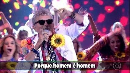 Falcão canta o sucesso 'Holiday Foi Muito'