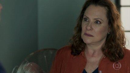 Arlete diz que abandonou Júlio para salvar a vida dele