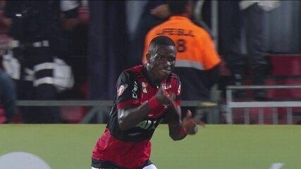 Com dois gols de Vinícius Júnior, Flamengo volta a vencer no Brasileirão