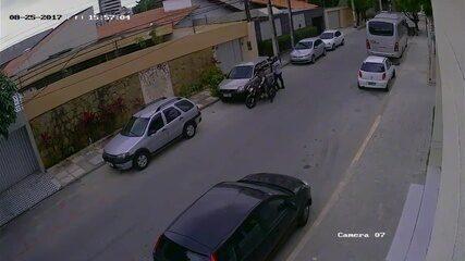 Vídeo mostra tentativa assalto que terminou com policial baleado em Fortaleza