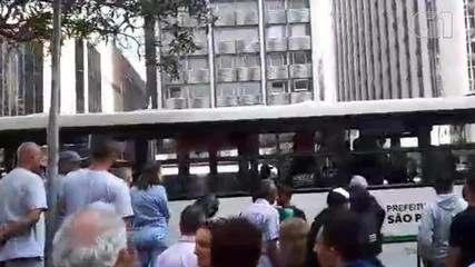 Na tarde desta terça (29), uma mulher sofreu assédio sexual dentro de um ônibus em SP