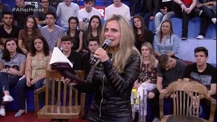 Bruna Lombardi lê poema 'De Onde Vem o Desejo'