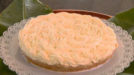 Torta de banana com chantilly