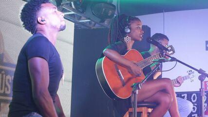 """'Garagem Acústica"""": veja a performance de Lari Lima & Banda"""
