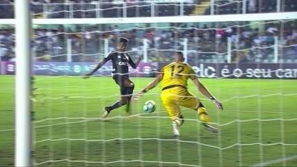 Gol do Santos! Bruno Henrique pega rebote do goleiro e marca, aos 35' do 1º tempo