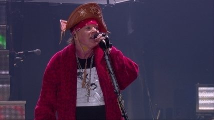 Axl Rose aparece com chapéu de cangaceiro ao final do show no Rock in Rio