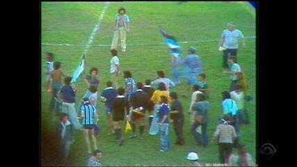 Relembre os melhores momentos do Gre-Nal que garantiu o título gaúcho de 1977 ao Grêmio