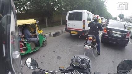 Veja como é encarar o trânsito caótico da capital da Índia